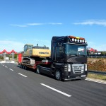 transport of vehicles with low-bed trailors