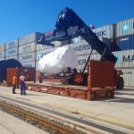loading a cargo on flat rack containers